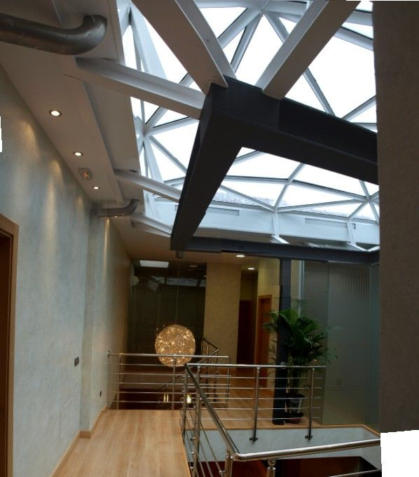 #Edificios #Moderno #Escalera #Barandillas #Lamparas #Plantas #PVC