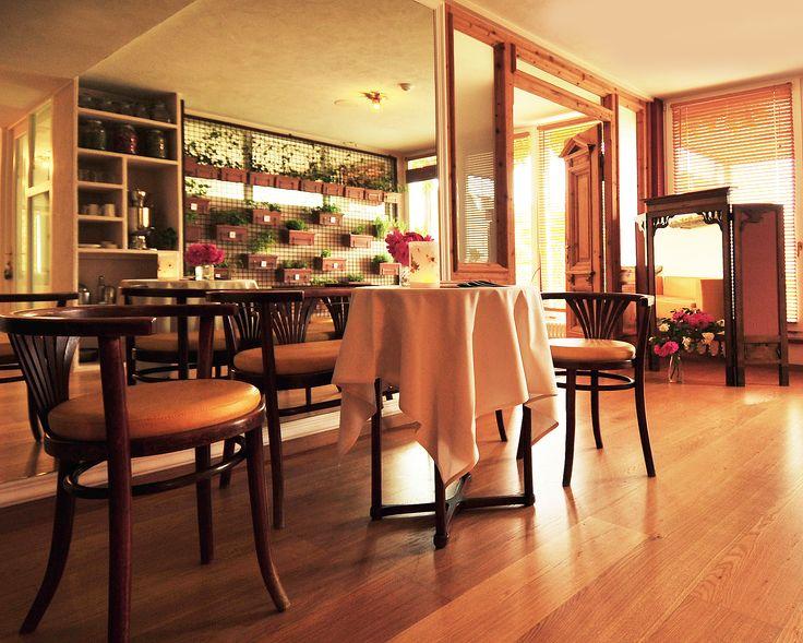 Die neue Kräuter Lounge im Castellum Natura Spa. Hier pflücken sich die geschätzten Gäste die gewünschten Tee-Kräuter selbst.