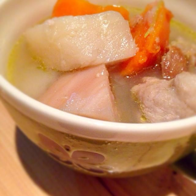 栄養価の高いカブの葉っぱも入れて、圧力鍋でシュシュっと(o^^o)♡ 今が旬のカブ、人参、蓮根がたっぷり食べれるスープです - 65件のもぐもぐ - カブと人参と蓮根のとろっとろスープ♡‼︎ お麩に豚こまを巻き巻きして、ボリュームアップ♡ by daikitchen