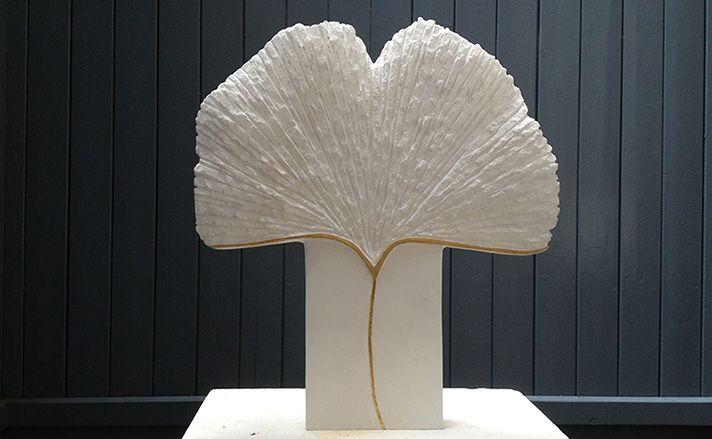 Marianne van den Heuvel, 'ginkgo blad', albast