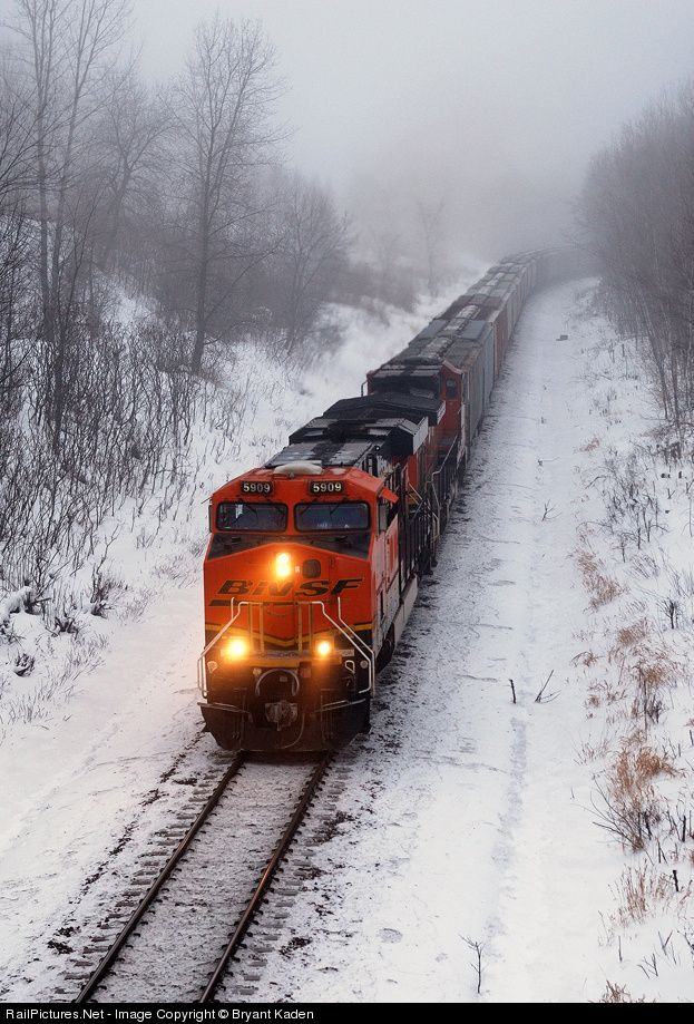 RailPictures.Net Photo: BNSF 5909 BNSF Railway GE ES44AC at Lincoln, Minnesota by Bryant Kaden