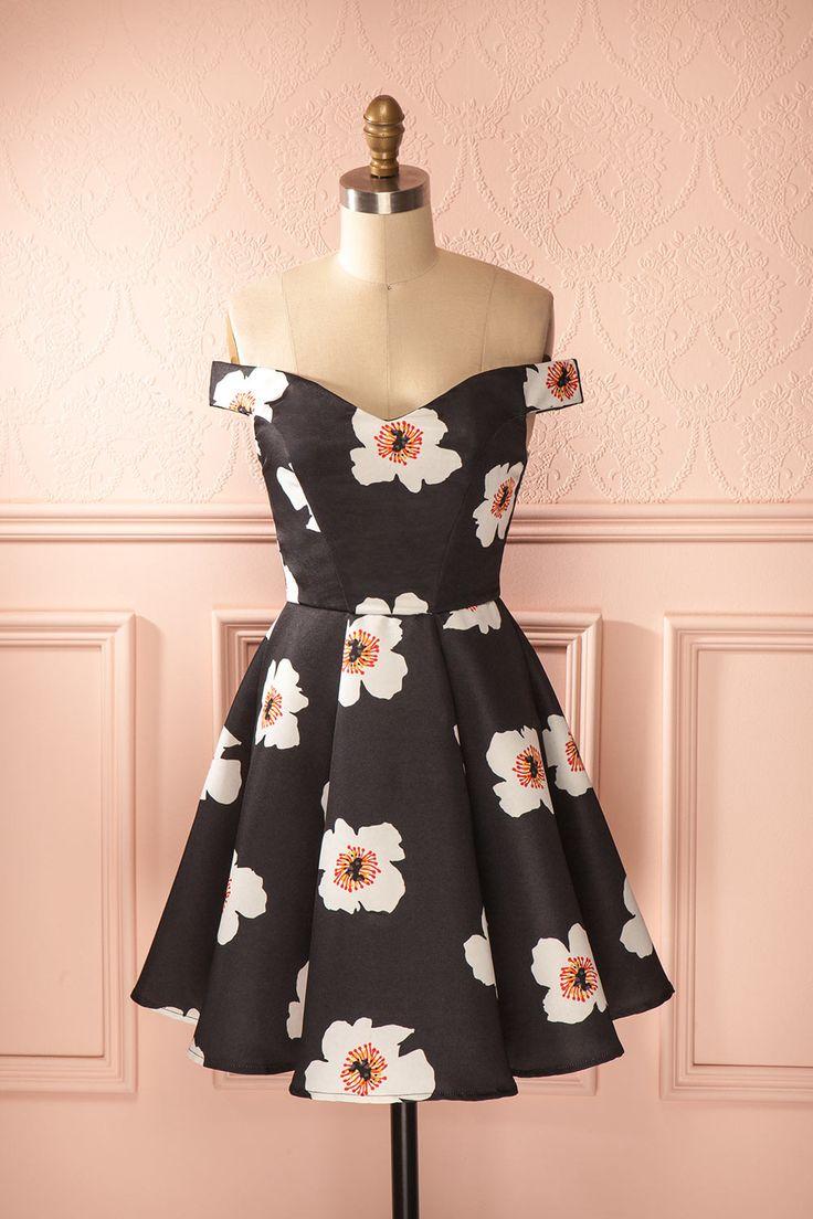 Des fleurs caricaturales décorent l'adorable robe qu'elle portera pour…