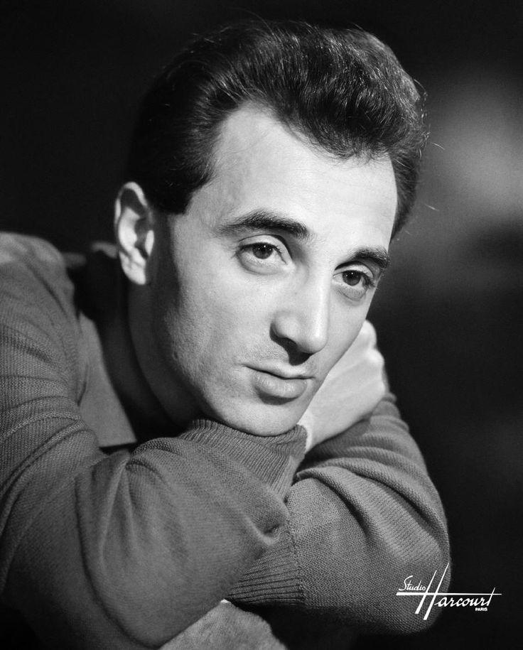 Charles Aznavour, studio Harcourt, 1957.