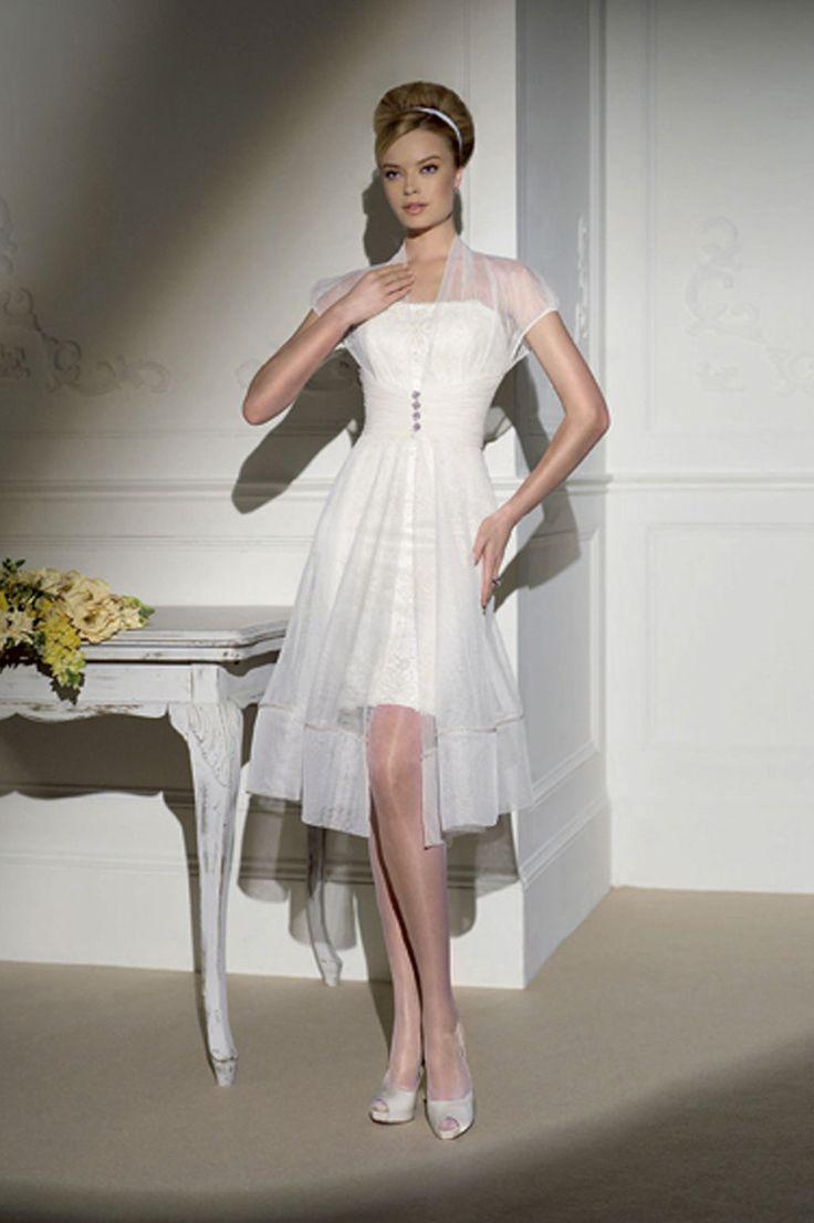 korte jurk van: https://www.covers.nl/trouwjurken/