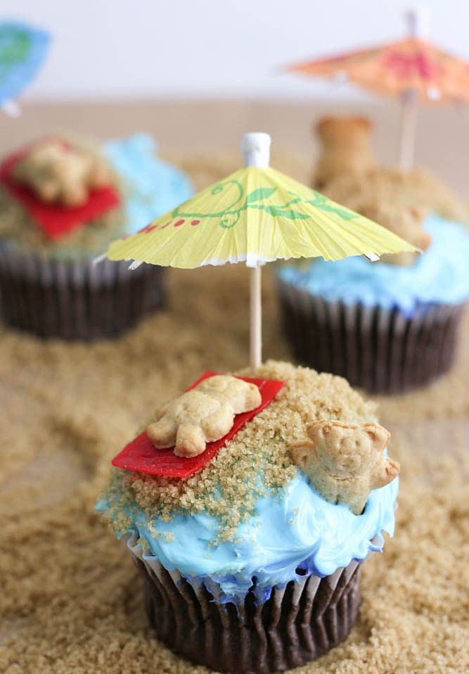 These pool party cupcakes from A Few Short Cuts are so easy to make.  Source: A Few Short Cuts