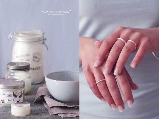 """Мазь """"Ухоженные ручки"""" - убирает морщины, пигментные пятна и трещины на руках Сначала растворяем в 1 л теплой воды 2 ст.л. соли и держит в этом растворе руки 10 минут. Затем, не смывая его, промакиваем ладони и смазывает их мазью (1 яичный желток + 1 ст.л. меда + 1 ст.л. растительного масла), смываем через 20 минут."""