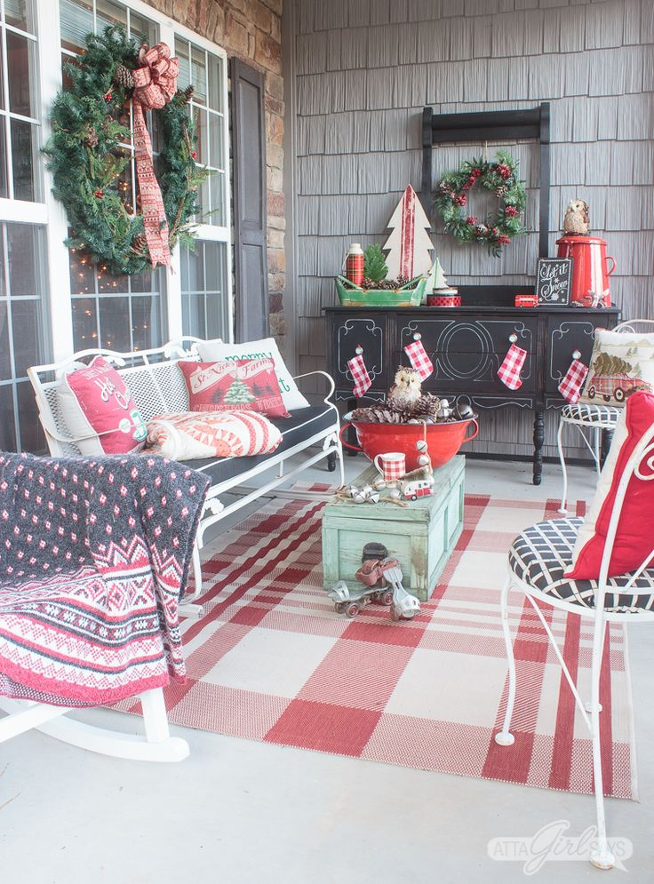 25 unique holiday porch decorations ideas on pinterest for Patios decorated for christmas