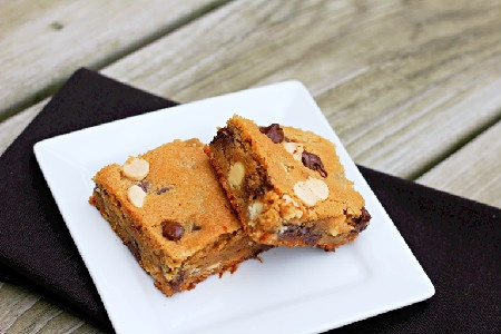 Peanut Butter Chocolate Chip Blondies | Dinners, Dishes, and Desserts