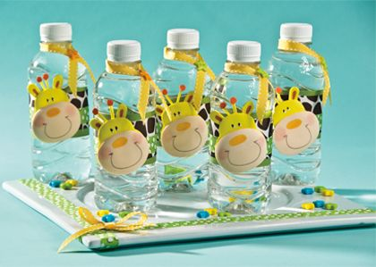 Botellas de agua decoradas con fomi