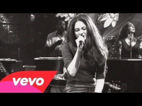 Shakira - Moscas En La Casa (Live Video) - YouTube