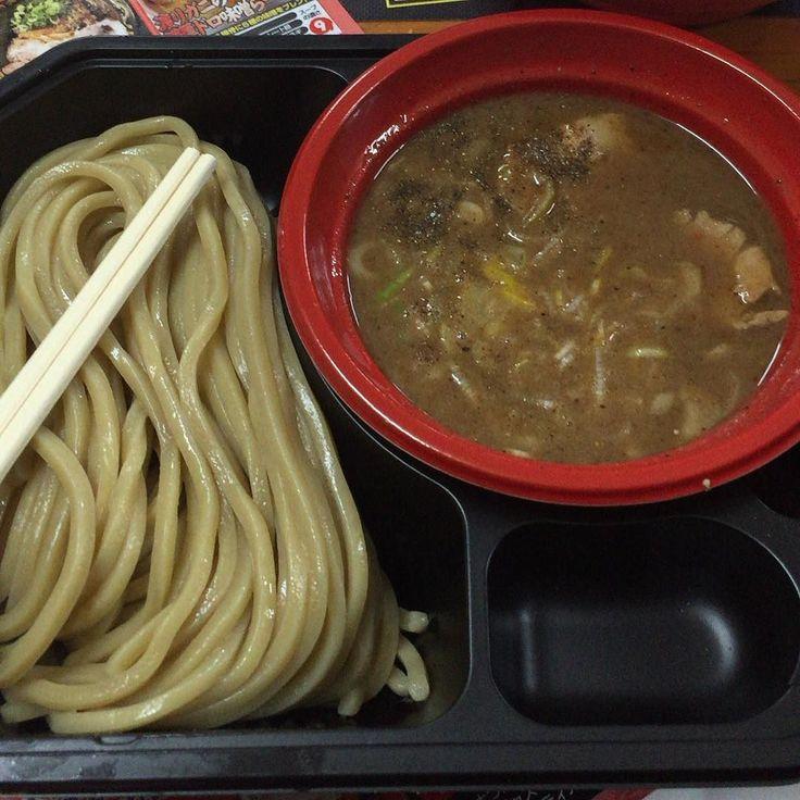 とみ田@つけめん博 RDBで一位のとみたをつけめん博でデビューなんかそんなに並んでなかったお店の手際がいいとかなんとか麺が特に美味しかったスープ割りはほぐしチャーシューとか追加してくれてサービスもイイね #ramen #tsukemen #tomita #ラーメン #つけめん #つけ麺博  #とみ田 #新宿 #shinjuku by ramenoyakata