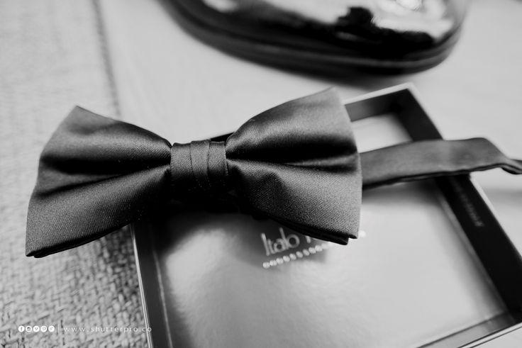#weddings #weddingpreparations #weddingphotography #weddingphotographer #weddingdetails #groom #bodasbogota #portraitphotography #weddingbogota #groomphotography #weddingphotos #photographers #wedding #weddingscolombia #photo #photos #picture #pictures #art #beautiful #weddinggown #weddingbowtie #marriage #weddingday #weddingideas #brideandgroom #happy #happiness #unforgettable #love #forever #bodascolombia #fotografiadebodas #bodascartagena #fotografodebodasbogota@shutterweddings