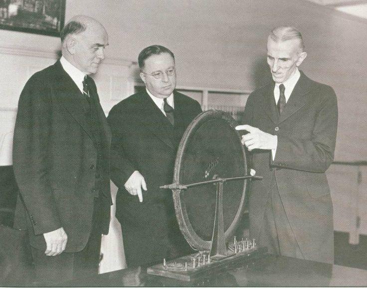Otra foto con caballeros de la Westinghouse que no entienden un pomo, mayo 1938