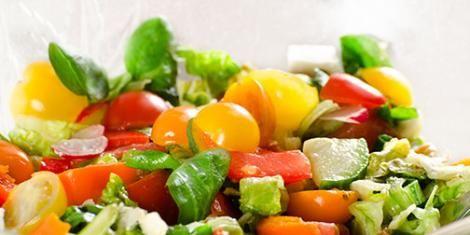 Slaatje van veldsla, kleine artisjokken en sinaasappel | e-gezondheid.be | Drupal