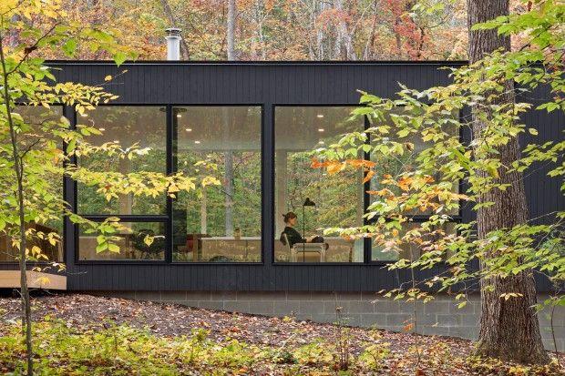 """Située dans un quartier calme, paisible et boisé à Raleigh en Caroline du Nord, cette habitation familiale nommée """"The Corbett Residence"""" est une réalisati"""