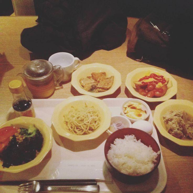 【画像あり】俺ニート、深夜短期バイトの帰りにココスの朝バイキングで朝食(´・ω・`)