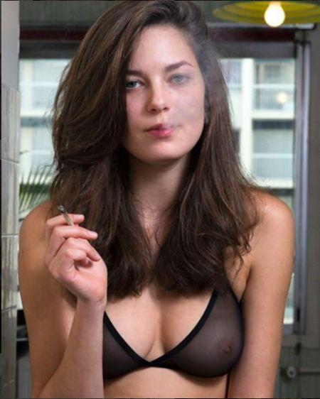 Fotógrafo amplia ensaio com garotas  fumando maconha