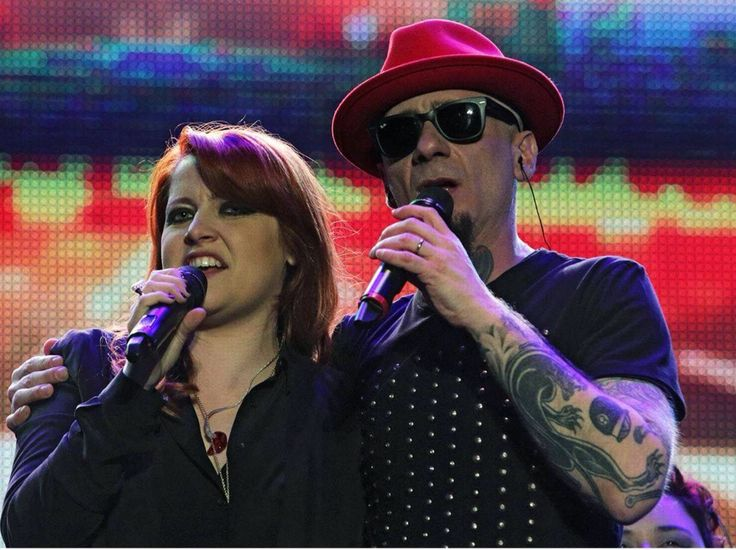 1st May concert in Rome Noemi and J-ax duet together...both are coaches on the Voice of Italy 2015