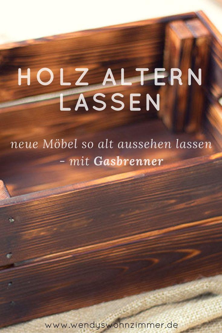 Neues, helles Holz altern lassen mit dem Gasbrenner geht es schnell und du kannst tolle Effekte erzeugen - von grauem Holz bis zum satten braun. Holz flämmen und Lasieren | Altholz | Holz auf alt trimmen | Holz alt machen
