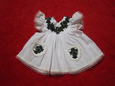 Schoene-aeltere-Puppenkleidung-Niedliches-weisses-Kleid