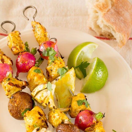 BBQ-spiesen met kerriekip en groentes