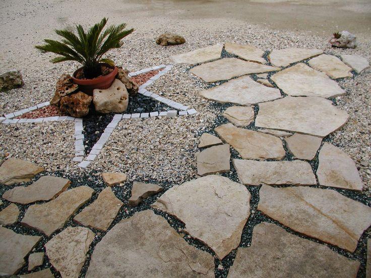 lastre giganti in pietra per camminamenti su erba o terra...