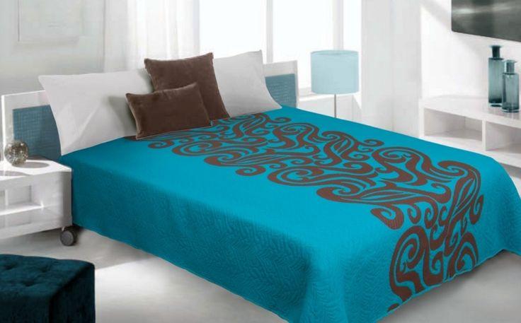 Oboustranný přehoz na postel tyrkysově hnědé barvy se vzorem