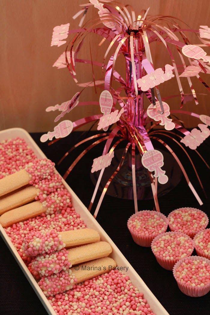 Marina's Bakery: Babyshower It's Girl : Lange vingers met roze muisjes