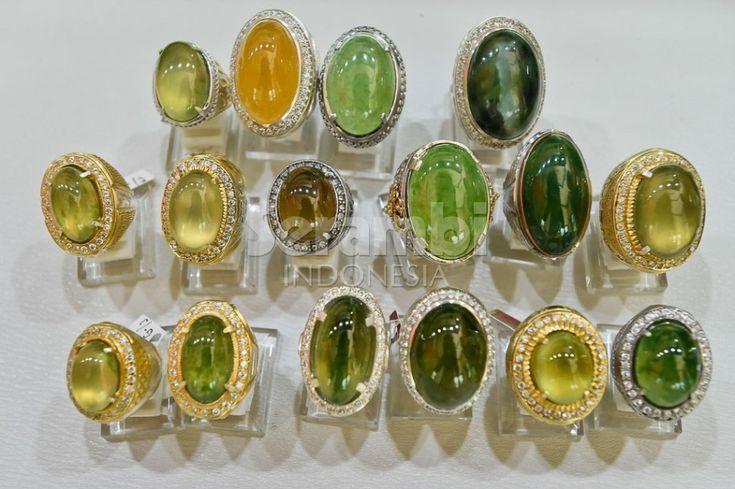 Koleksi batu giok Abu Usman. SERAMBI/M ANSHAR