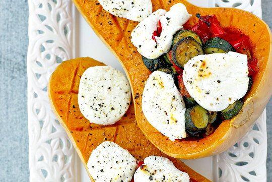Dynia piżmowa faszerowana warzywami i kozim serem