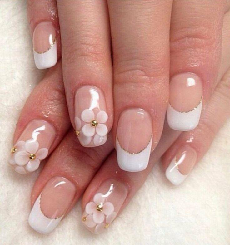 Gelnägel Idee für die Hochzeit mit Blumenmotiven