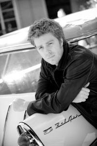 Découvrons ensemble une petite biographie de Kyle Eastwood qui n'a pas vraiment suivi les traces de son père ==> http://ma-musique-communautaire.com/album-fils-inspecteur-harry/