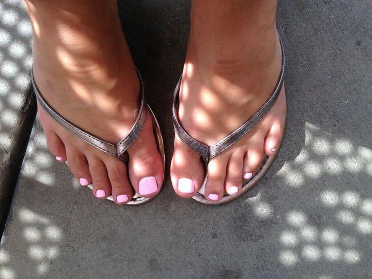 Kennedy Leigh  I love feet  Kennedy leigh Celebrity feet Flip Flops