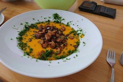 Kürbissuppe mit Kokosmilch, ein leckeres Rezept aus der Kategorie Gebundene. Bewertungen: 50. Durchschnitt: Ø 4,4.
