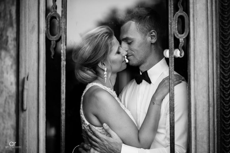 So much love in black and white. Fotograf ślubny http://annarenarda.com