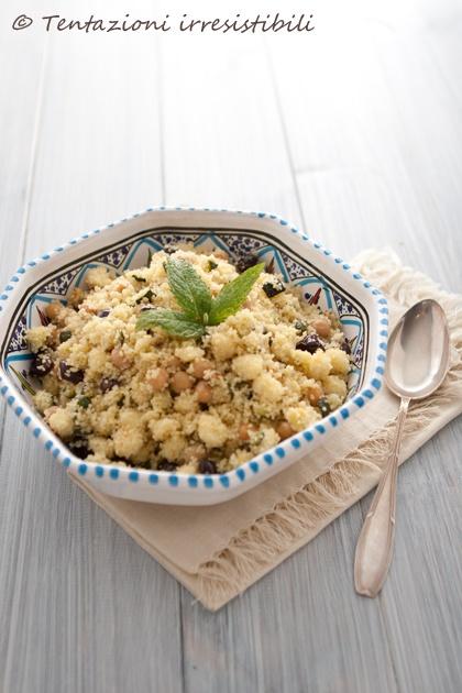 cous cous estivo con perle di mozzarella, ceci, zucchine, taggiasche #recipe #juliesoissons