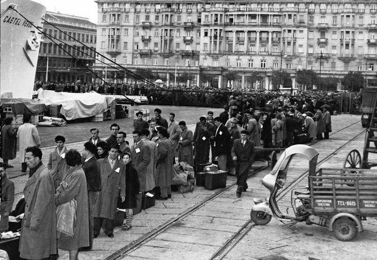 Photo. 1953. Trieste, Italy. Line Of Migrants Leaving For Australia