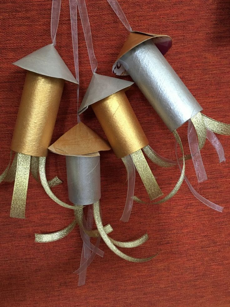 5 Firework Crafts for Kids - colourful cardboard tube rockets.from Jenny at The Gingerbread House #autumn #kids #craft
