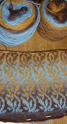 Ombré yarns create lovely colour work! KnitterNutter: Kauni and her friends
