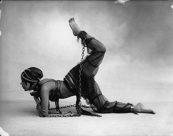 Exotic burlesque dancer shakes contents of bra vintage 10