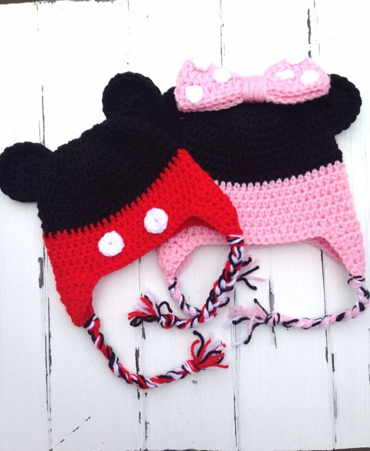 Twin+set+of+Mickey+and+Minnie+Mouse+hats.    Both+hats+are+made+using+soft+acrylic+yarn