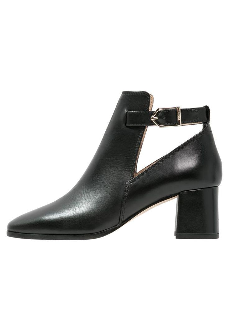 bestil HUGO GYPSY - Ankelstøvler - black til kr 2.795,00 (28-01-17). Køb hos Zalando og få gratis levering.