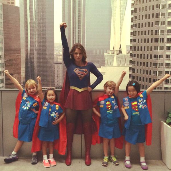 Supergirl Melissa Benoist Welcomes Girl Scouts (All Dressed Like the Superhero!) to Set in the Cutest Photo Ever  Melissa Benoist