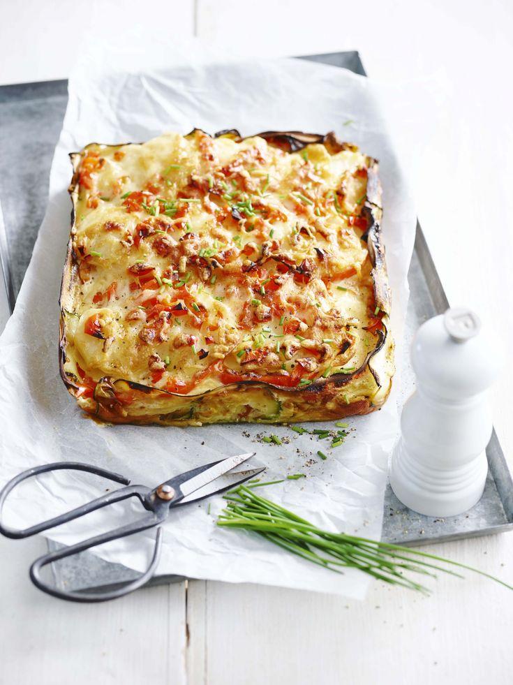 Een overheerlijke courgettetaartje met aardappel en rode paprika, die maak je met dit recept. Smakelijk!