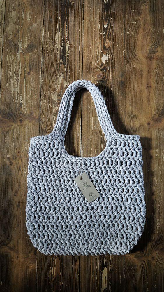 Duża, lekka, pojemna torba na ramię zrobiona ręcznie na szydełku. Sznurek bawełniany w kolorze szary melanż. #torba #rękodzieło #szydełkowane #naszydełku #szydełko #manufaktura #szary #siedliskonawygonie #bag #crochet #crochetbag #handmade #diy #grey #lightgrey #handmadebag