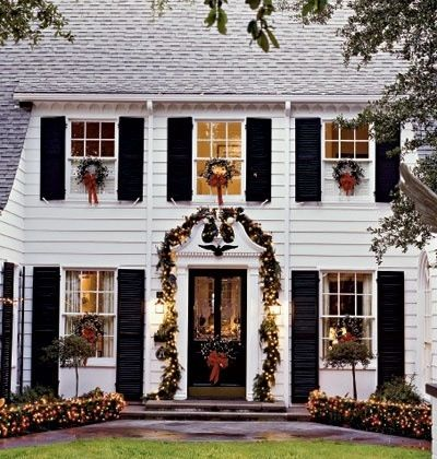 Cape Cod Style Christmas Wreaths Christmas Decor Black