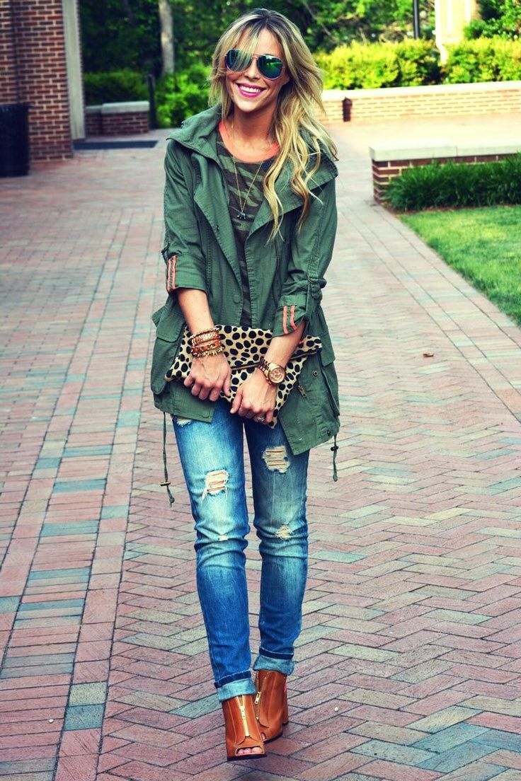 light ripped skinny jeans, olive green coat, leopard pattern clutch, brown boots