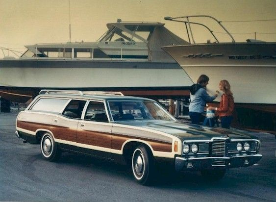 Look a station wagon....how many trips we took to Florida...and I had to sit in the back with my feet up against the window...ahhh, memories