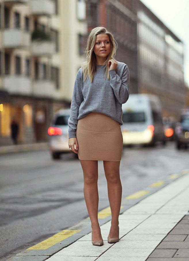 This Bandage Skirt combi with the Gray Sweatshirt. Love!