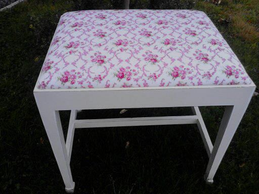 Beautiful Stool Painted in Portland Beige and highlighted in white and lightly distressed. Delicate pink rose fabric highlighted with white dots.